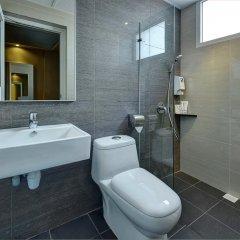 Отель Ibis Budget Singapore Crystal 2* Улучшенный семейный номер с различными типами кроватей фото 5