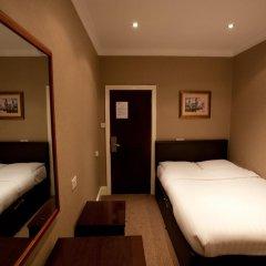 Newham Hotel 2* Номер с общей ванной комнатой с различными типами кроватей (общая ванная комната) фото 3