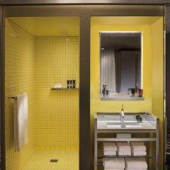 Отель SLS Las Vegas 4* Стандартный номер с различными типами кроватей фото 10