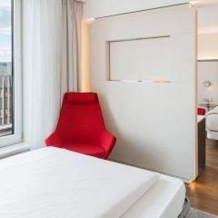 Отель NH Collection Berlin Mitte Am Checkpoint Charlie 4* Улучшенный номер с двуспальной кроватью фото 5