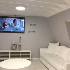 Bond Hotel комната для гостей