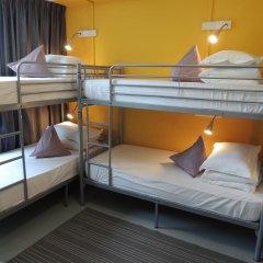 RedDoorz Hostel Кровать в общем номере с двухъярусной кроватью