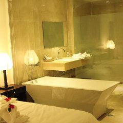 Отель Thanh Binh Riverside Hoi An 4* Номер Делюкс с различными типами кроватей фото 10