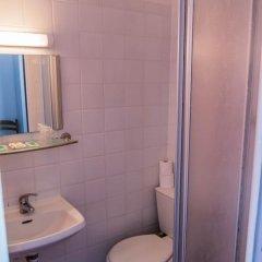 Отель Hôtel Exelmans 2* Стандартный номер с двуспальной кроватью фото 7