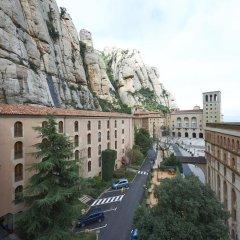 Отель Apartamentos Montserrat Abat Marcet Монистроль-де-Монтсеррат балкон
