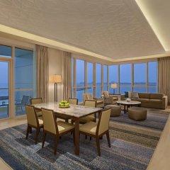 Отель DoubleTree by Hilton Dubai Jumeirah Beach 4* Люкс с различными типами кроватей фото 8
