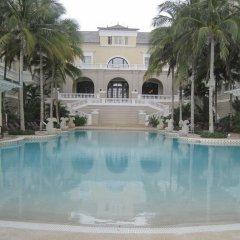 Отель Paradise Found бассейн