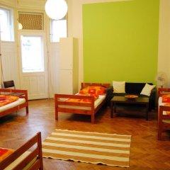 Boomerang Hostel and Apartments Стандартный номер с различными типами кроватей (общая ванная комната) фото 12