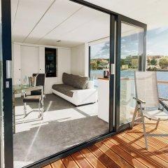 Отель VIPliving Houseboat Номер Делюкс