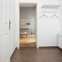 Отель Central Vienna-Living Premium Suite сейф в номере
