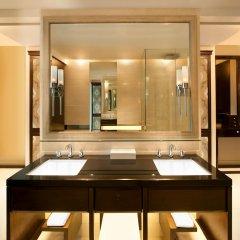 Отель The St. Regis Bangkok 5* Номер Делюкс с различными типами кроватей фото 5