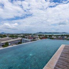 Отель Dlux Condominium Таиланд, Бухта Чалонг - отзывы, цены и фото номеров - забронировать отель Dlux Condominium онлайн бассейн