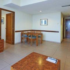 Отель Hesperia Sant Joan Suites 3* Стандартный семейный номер с различными типами кроватей фото 7