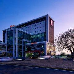 Отель Ibis Cancun Centro Мексика, Канкун - отзывы, цены и фото номеров - забронировать отель Ibis Cancun Centro онлайн вид на фасад фото 2