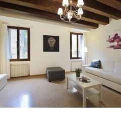 Отель Madame V Apartments Италия, Венеция - отзывы, цены и фото номеров - забронировать отель Madame V Apartments онлайн комната для гостей фото 4