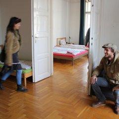 Pal's Hostel & Apartments Стандартный семейный номер с двуспальной кроватью фото 2