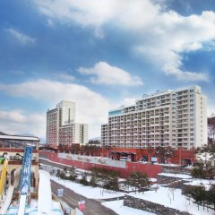 Отель Hanwha Resort Pyeongchang Южная Корея, Пхёнчан - отзывы, цены и фото номеров - забронировать отель Hanwha Resort Pyeongchang онлайн балкон