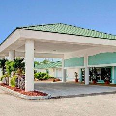 Отель Ramada Waterfront Sarasota парковка