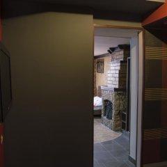 2x2 Cinema-Bar Hotel & Tours Семейный люкс с двуспальной кроватью фото 8