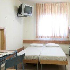 HI Jerusalem - Agron Hostel Израиль, Иерусалим - отзывы, цены и фото номеров - забронировать отель HI Jerusalem - Agron Hostel онлайн комната для гостей фото 2