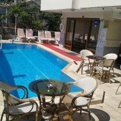 Defne & Zevkim Hotel бассейн