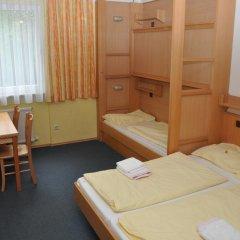 Eduard-heinrich-haus - Hostel Кровать в женском общем номере