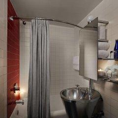 Отель Paramount Times Square 4* Улучшенный номер с двуспальной кроватью фото 6