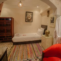 Отель Dar Ikalimo Marrakech 3* Улучшенный номер с различными типами кроватей фото 14