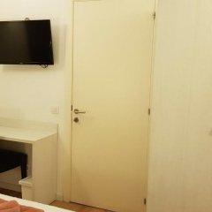 Отель Hostalin Barcelona Gran Via 3* Номер с общей ванной комнатой с различными типами кроватей (общая ванная комната)