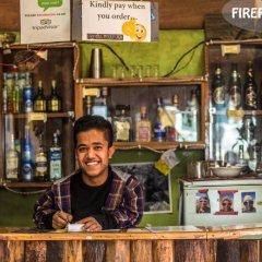 Отель Fireflies Hostel Непал, Катманду - отзывы, цены и фото номеров - забронировать отель Fireflies Hostel онлайн гостиничный бар