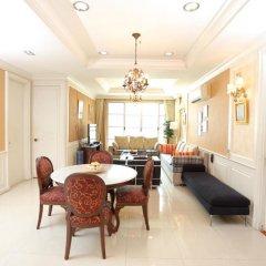 Апартаменты Central Bangkok 2+1 Bedroom Apartment on Soi 18 Бангкок в номере