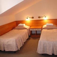 Мини-Отель Натали Стандартный семейный номер с двуспальной кроватью