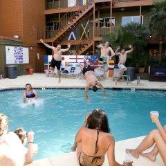 Отель Las Vegas Hostel США, Лас-Вегас - отзывы, цены и фото номеров - забронировать отель Las Vegas Hostel онлайн бассейн фото 3