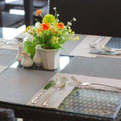 Отель Golden Tulip Essential Pattaya 4* Улучшенный номер с различными типами кроватей фото 48