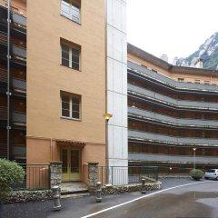 Отель Apartamentos Montserrat Abat Marcet Монистроль-де-Монтсеррат парковка