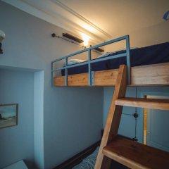 Хостел Bliss Стандартный семейный номер с двуспальной кроватью (общая ванная комната)