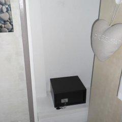 Отель Le Mazet сейф в номере
