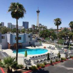 Thunderbird Hotel бассейн