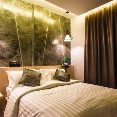 OneLoft Hotel 4* Улучшенный номер с двуспальной кроватью фото 3