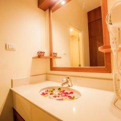 Отель Kata Blue Sea Resort ванная фото 2
