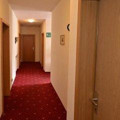 Отель Pension Garni Transit Випитено интерьер отеля