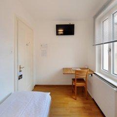Hotel National Bern 2* Стандартный номер с различными типами кроватей (общая ванная комната) фото 2