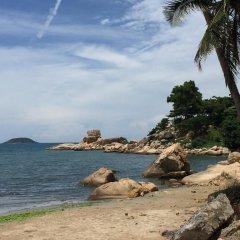 Nhi Phi Hotel пляж