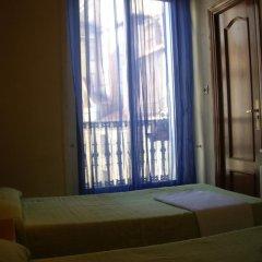 Отель Hostal Pacios Стандартный номер с 2 отдельными кроватями (общая ванная комната)