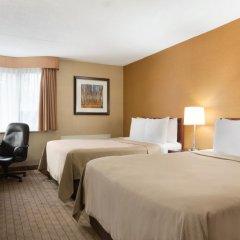 Отель Travelodge by Wyndham Toronto East 2* Стандартный номер с различными типами кроватей фото 2