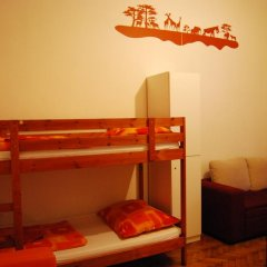 Boomerang Hostel and Apartments Кровать в общем номере с двухъярусной кроватью