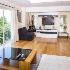 Апартаменты Emerald Palace - Serviced Apartment Паттайя комната для гостей фото 4