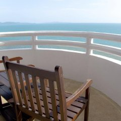 Отель D Varee Jomtien Beach 4* Номер Делюкс с различными типами кроватей фото 12