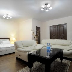 Отель Bed & Breakfast Bishkek Бишкек комната для гостей фото 2