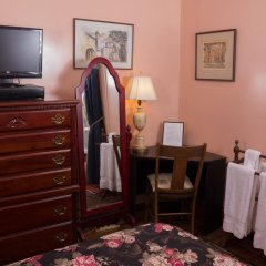 Отель Ledroit Park Renaissance Bed and Breakfast 3* Стандартный номер с различными типами кроватей фото 3